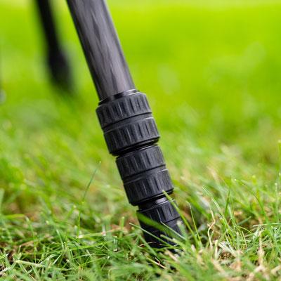 Die Beine sind mit einem Drehverschlusssystem ausgerüstet welches eine schnelle und flexible Anpassung der Arbeitshöhe garantiert.