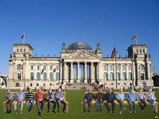 """Der ComputerClub  """"Alte Stromer"""" vor dem Reichstag"""