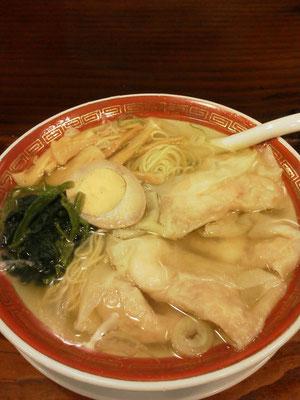 今日は新宿に用事があったので、久しぶりに広州市場の清湯海老雲呑麺の塩味を食べますたよ。 【2012年3月3日】