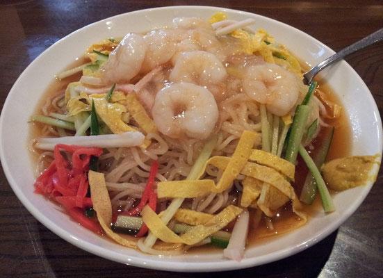 ROBERT`S という変てこな名前の中華料理屋のエビ冷麺でつ。あんかけまみれのエビ、暖かいでやんの。味は、リピートすないレベルですた。 【2013年8月27日】