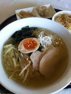 塩ラーメン。佐野が近所なので、麺が佐野麺でつ。 【2012年11月9日】