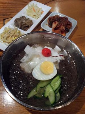 涼しくなったっちゅ~のに冷麺ニダ! 暫くの間、月~金をビビン麺→フォー→冷麺→フォー→ビビン麺のローテにすて、どれくらい減量できるか試してみてみようかなぁ。韓国越南ダイエットスミダ! 【2012年9月26日】