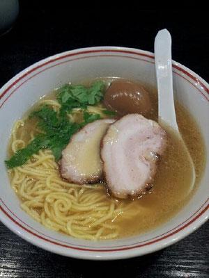 今年の初ラーメンは、たけちゃんにぼしらーめん 府中店の鶏パイタンスペシャル。旨かったでつ。 【2013年1月6日】※閉店