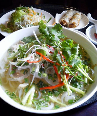 米抜きちうなのに、鶏コリアンダーふぉぉぉぉ~! パクチ大盛りにつき、台南担仔麺みたいだフォ~! 【2012年6月12日】