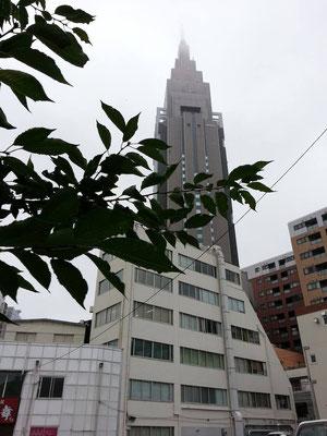 昼過ぎから急な強い雨や落雷に注意、だって。 【2014年7月18日】