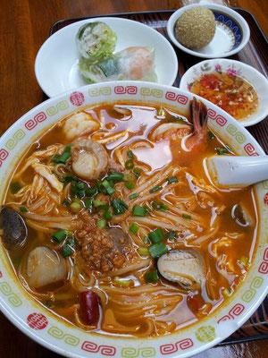 カンボジア料理のアンコールワットでクイテイウと海老生春巻セット! 【2012年12月4日】