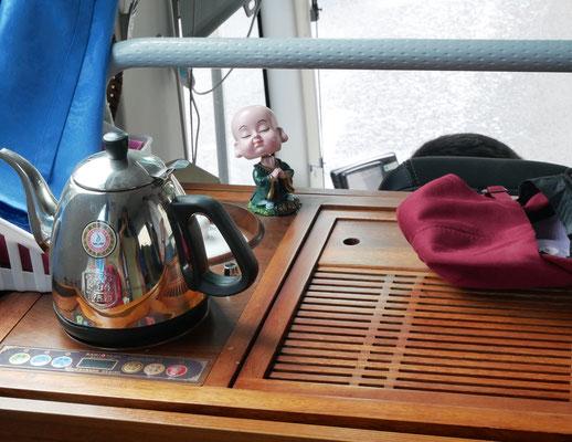 """""""Teeküche"""" im Bus des einheimischen Busfahrers"""