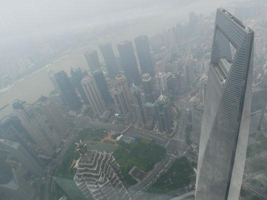 Der Nebel über Shanghai lichtet sich