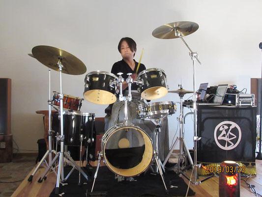 ドラム・アレンジ 上領亘