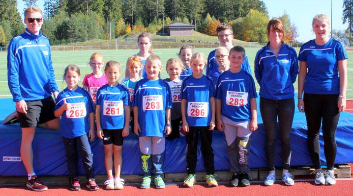 Unsere Startkinder mit Trainer Sören Thor, Kathrin Thiele und Mareike Thor (v.l.).