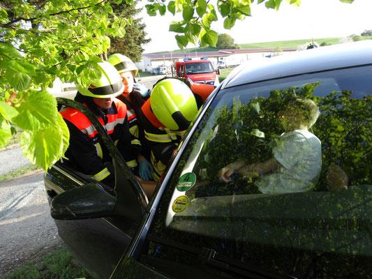 Crashrettung des bewusstlosen Beifahrers.