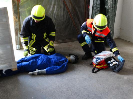 Erste-Hilfe-Maßnahmen bei der ersten Übung.