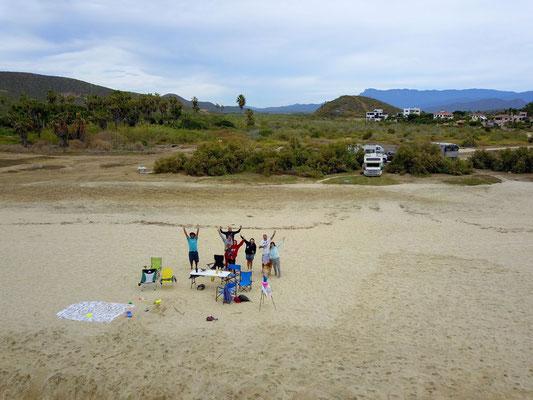 unser Strand und dahinter die Wohnmobile
