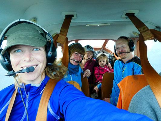 Barbara, Andrew und ich, die kleine Dahlia und Heidi
