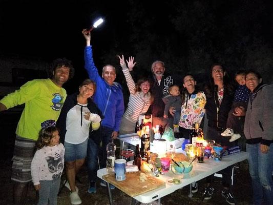 Fede mit der Kleinen Delfi, Jose, der kleine Calani mit Sophie und Alvaro, der kleine Emi mit Fio