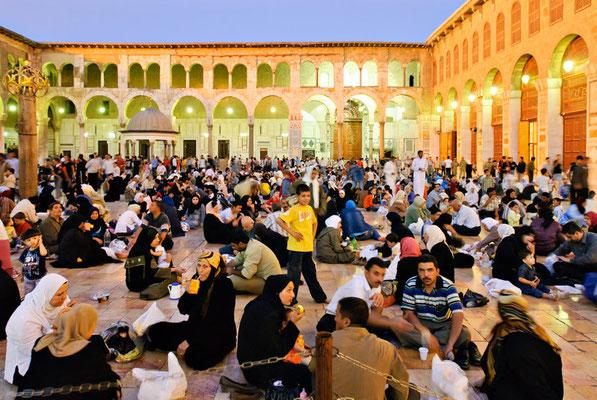 Hof der Umayyadenmoschee in Damaskus während des Ramadans | Foto © Lutz Jäkel