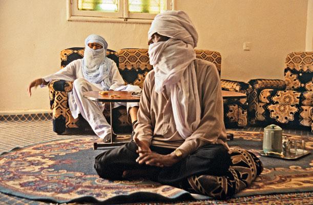 Tuareg im Wohnzimmer, Libyen | Foto © Lutz Jäkel