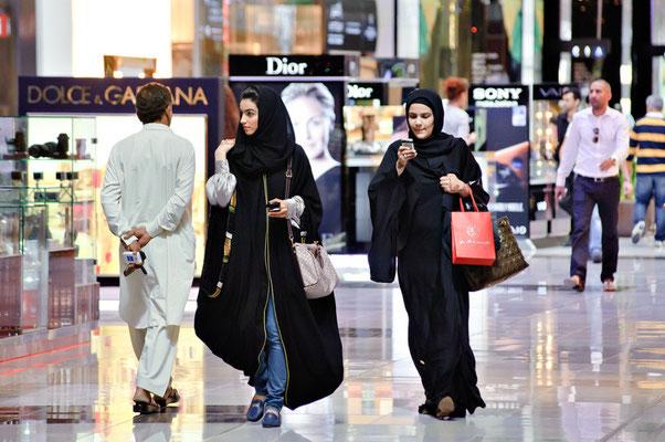 Emiratinnen beim Shoppen in Dubai | Foto © Lutz Jäkel