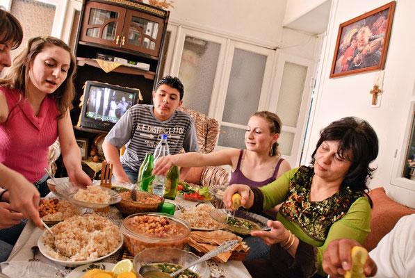 Christliche Familie beim Mittagessen in Sednaya, Syrien | Foto © Lutz Jäkel