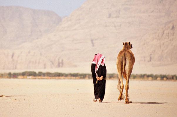 Beduine mit seinem Kamel im Wadi Rum, Jordanien | Foto © Lutz Jäkel