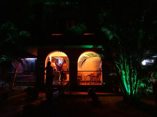 Malibu Paradise bei Nacht