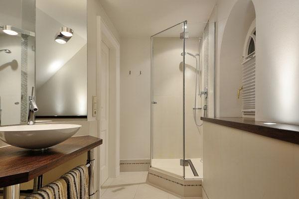 Das 2. Bad en-suite zum Haupt-Schlafraum