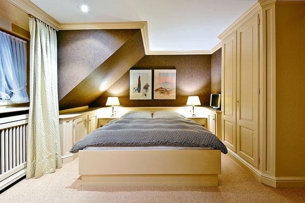 Der Master-Bedroom mit Doppelbett und eigenem Duschbad