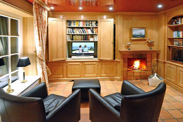 Leger wohnen mit Bibliothek, TV und offenem Kamin