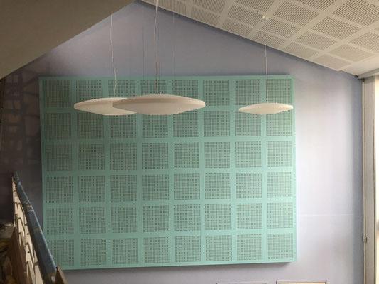 Entrée avec plafond et mur phonique (peint en vert)