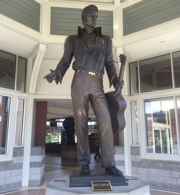 Elvis statue at visitor center