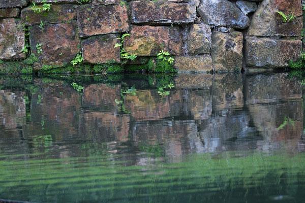 Steinwand Spiegelung