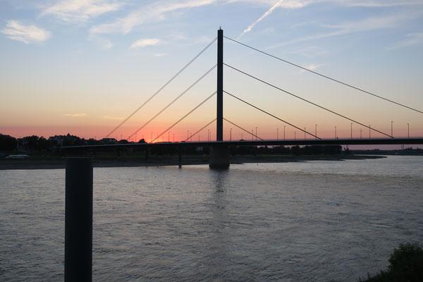 D´dorf, Oberkasseler Brücke