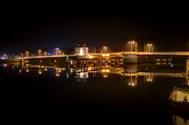 Kappeln, Klappbrücke bei Nacht