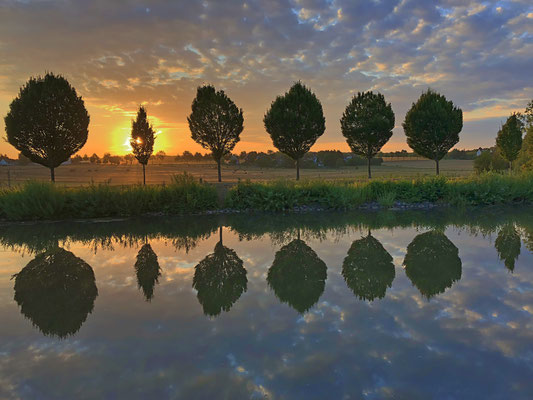Sonnenaufgang am Kanal
