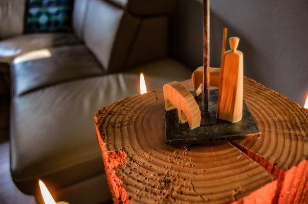 Fachwerpyramide, moderne Pyramide, Kerzen, Balken, Erzgebirge, Volkskunst, handgearbeitete Kerzenhalter, Blechkerzenhalter,