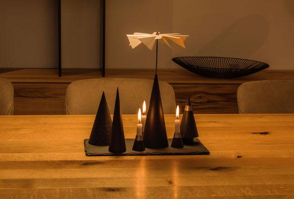 Minimal Art Lichtspiele moderne Pyramide Weihnachtspyramide Kegelpyramide Kegel Licht Spiele zeitgemäß puristisch handwerk moderne Pyramide Tischpyramide