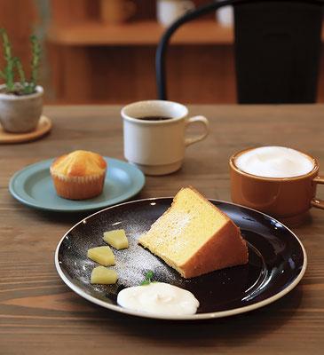 減糖を心掛けて仕上げたデザート・スイーツ類。 マフィンセット/ドリンク代+1つ¥200、 シフォンケーキセット/ドリンク代+¥300