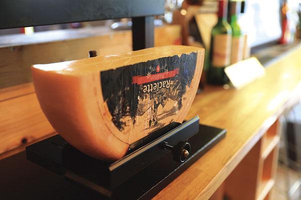 とろ~りチーズがたまらない!/ラクレットチーズ1,280円(税込)