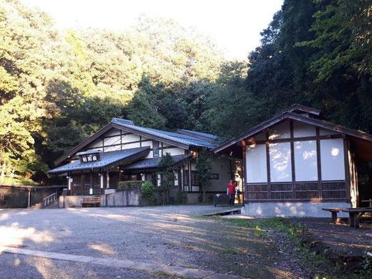 昭和座・・・昭和村だった時バナナの叩き売り実演やってたような・・・記憶が定かではありませんが・・・。