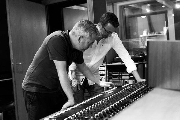 Ralph Zünd 2INCH RECORDS mit Matthias Schuler im Studio