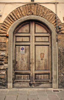 Puerta en Florencia. Italia.