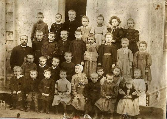 Ecole à Seugy en 1897.