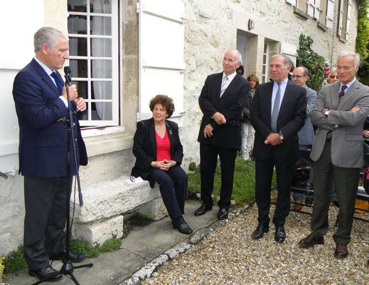 De gauche à droite : Philippe Sueur, Paule Dupâquier, Jean-François Dupâquier, Philippe Houillon, Marc Giroud, photo Guy Paris.