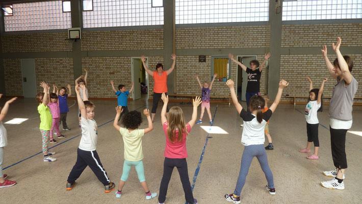 Spaß beim Kinderturnen (Fotos: Doris Fischer)