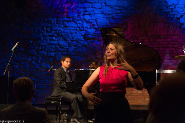 Lagerfeuerklavier mit Christopher Miltenberger im Hofgarten Cabaret Aschaffenburg -  22. Juli 2018 - Foto jENSjUNICKE