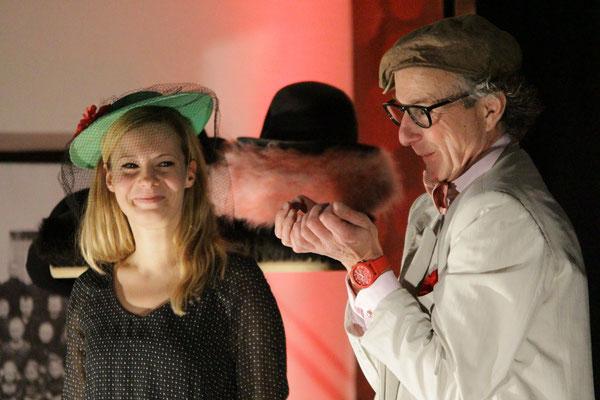 Für seinen Stummfilm holt sich Regisseur Ulf Hotschik Unterstützung aus dem Publikum.