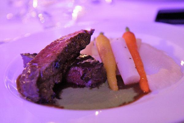 Hauptgang · Dry aged Roastbeef | Selleriecreme | Wurzelwerk | Kopfsalatemulsion · Syrah | Frühburgunder Schlossberg