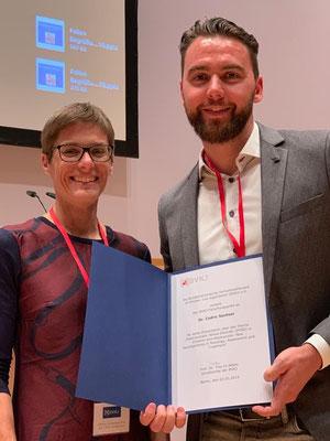 Verleihung der Forschungspreise an Dr. Cedric Sachser und M.Sc. Psychologin Viola Sottru
