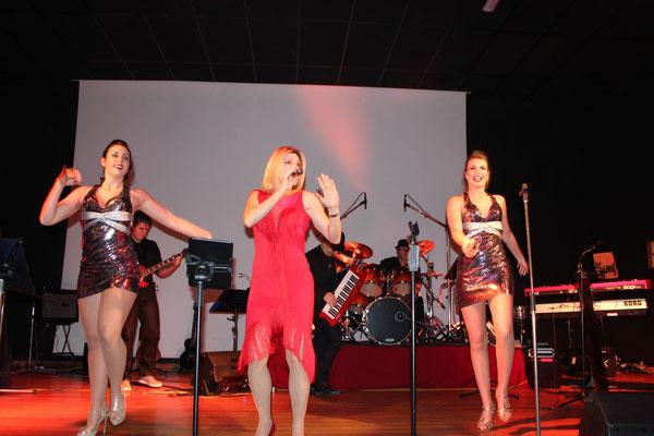 chanteuse soirée dansante