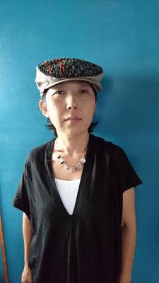 スエーデン刺繍の巨匠! ご自分で刺繍をされた生地を 帽子に仕立てました。 着こなしも素敵です!